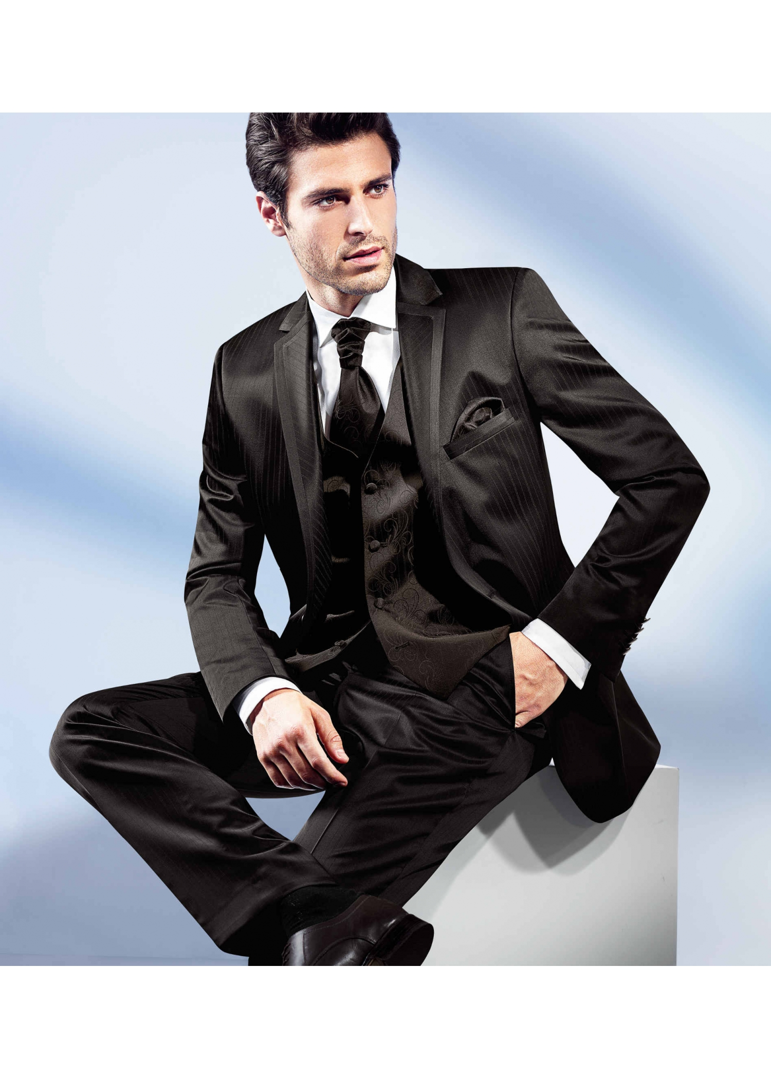 Benetti Suits at Tom Murphy Menswear
