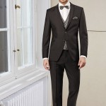Elegant two-button suit with slim AMF stitching