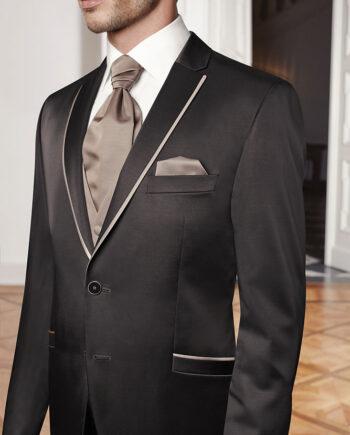 Chestnut- coloured jacket with fashionable cognac-coloured trim
