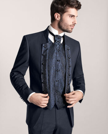 Stand-up collar jacket with a uniform-like look